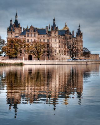 Schwerin Castle in Germany, Mecklenburg Vorpommern Background for 240x320