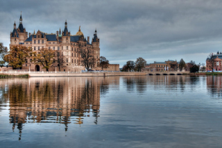 Schwerin Castle in Germany, Mecklenburg Vorpommern Background for Nokia XL
