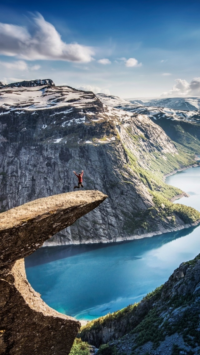 Das Trolltunga Wallpaper 640x1136