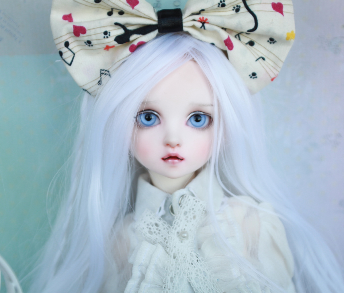 Screenshot №1 pro téma Blonde Doll With Big Bow 1200x1024