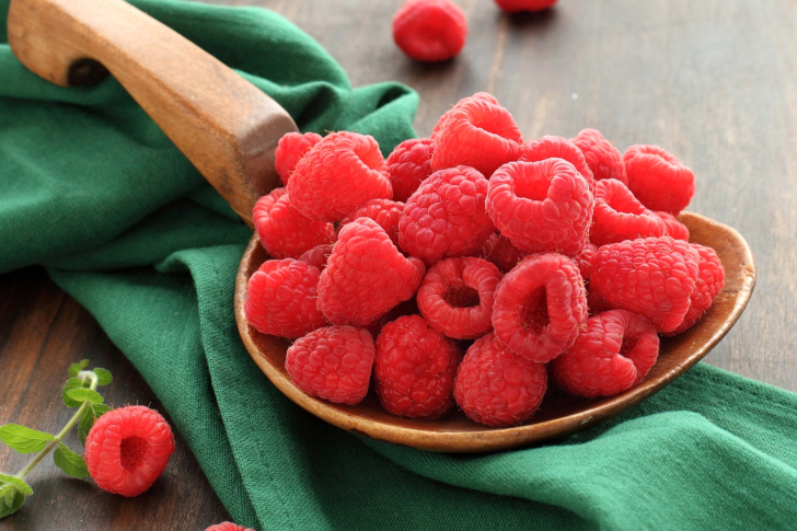 Beautiful raspberry wallpaper