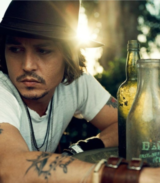 Johnny Depp Sunset Portrait sfondi gratuiti per Nokia C2-02