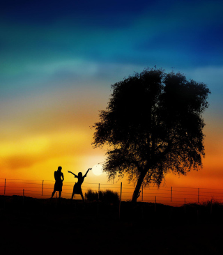 Couple Silhouettes Under Tree At Sunset - Fondos de pantalla gratis para iPhone 6 Plus