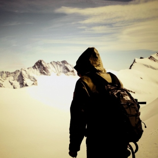 Traveler on the mountain top, Freedom - Fondos de pantalla gratis para iPad 3