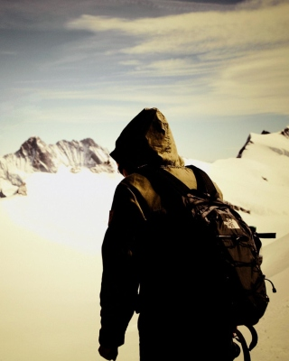 Kostenloses Traveler on the mountain top, Freedom Wallpaper für 320x480