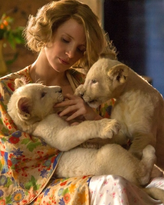 Kostenloses The Zookeepers Wife Film with Jessica Chastain Wallpaper für 640x960