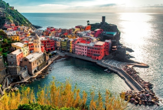 Italy Vernazza Colorful Houses Wallpaper for Android, iPhone and iPad