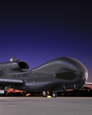Northrop Grumman RQ 4 Global Hawk surveillance aircraft Wallpaper for 640x1136