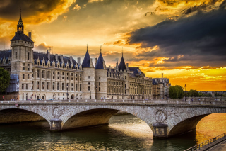 La conciergerie Paris Castle Background for Android, iPhone and iPad