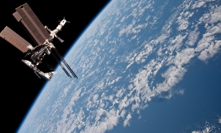 Satellite And Earth - Fondos de pantalla gratis para Widescreen Desktop PC 1440x900
