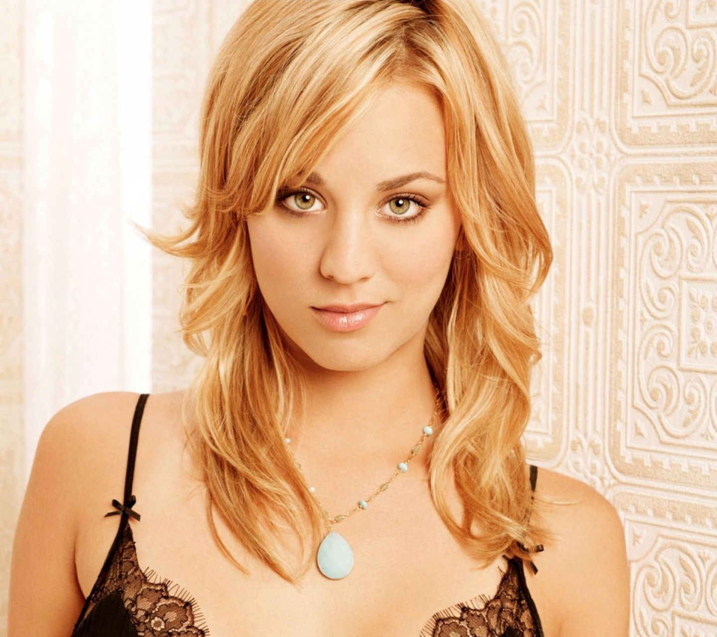 Screenshot №1 pro téma Kaley Cuoco from The Big Bang Theory 1440x1280