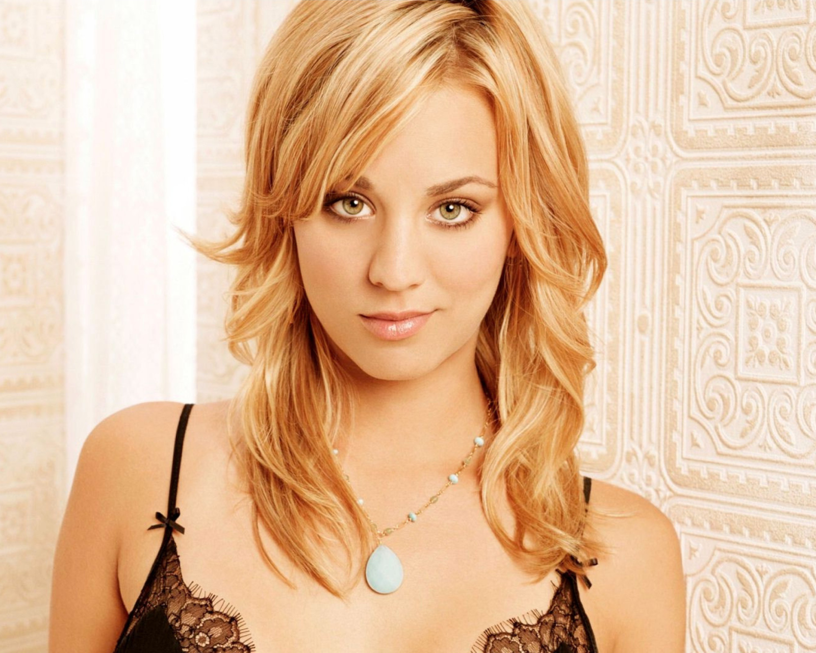 Screenshot №1 pro téma Kaley Cuoco from The Big Bang Theory 1600x1280