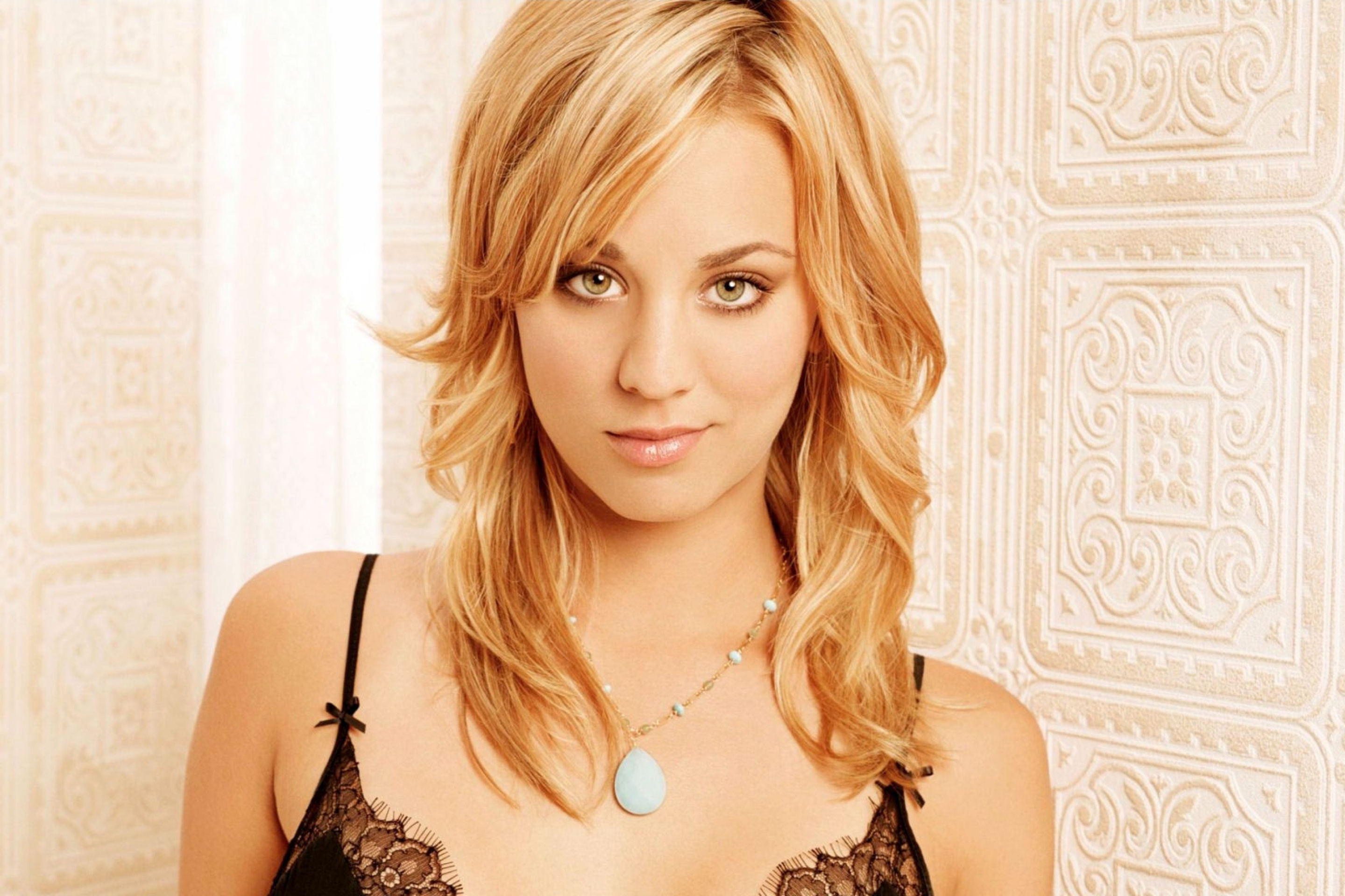 Screenshot №1 pro téma Kaley Cuoco from The Big Bang Theory 2880x1920