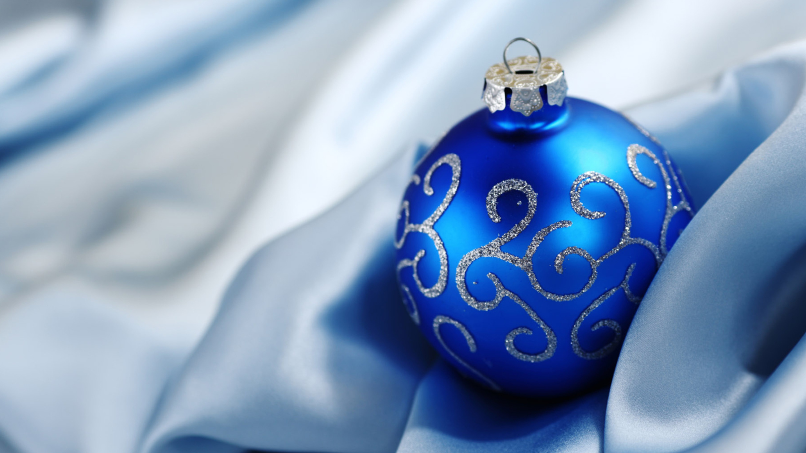 Christmas Decorations wallpaper 1600x900