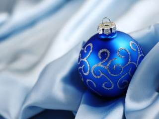 Christmas Decorations wallpaper 320x240