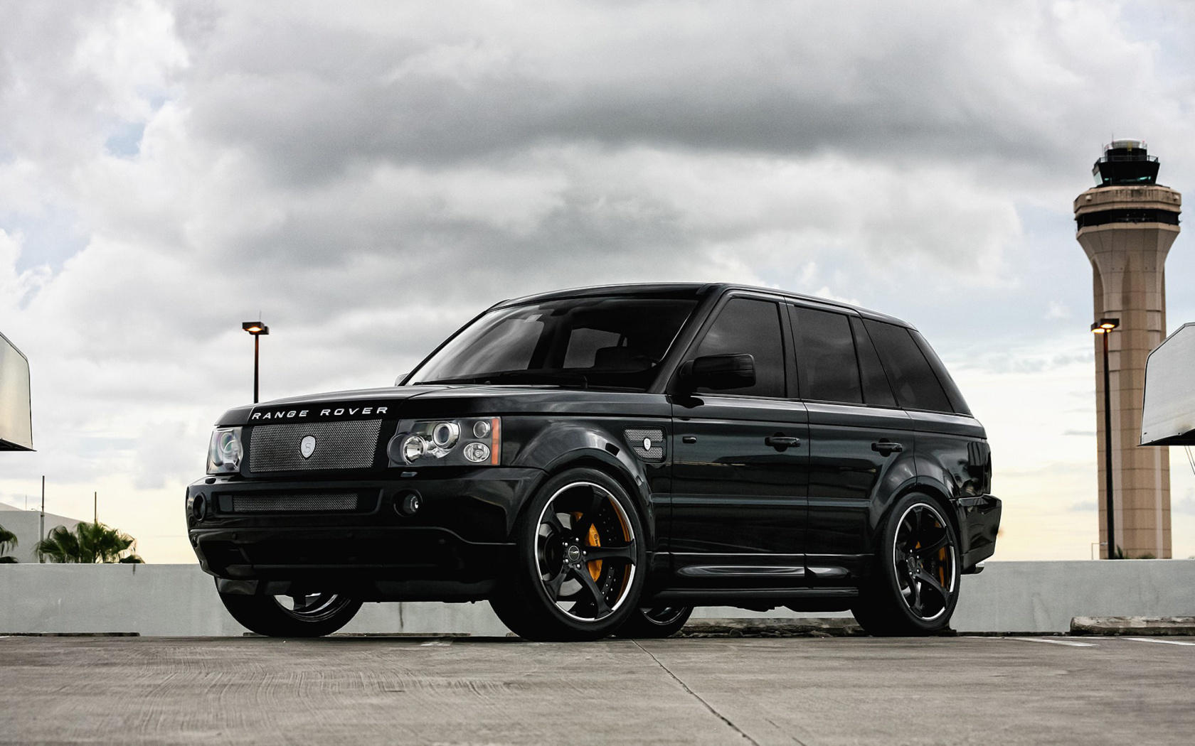 Screenshot №1 pro téma Range Rover Exclusive Tuning 1680x1050
