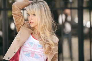 Beautiful Blonde In British T-Shirt - Obrázkek zdarma pro Android 960x800