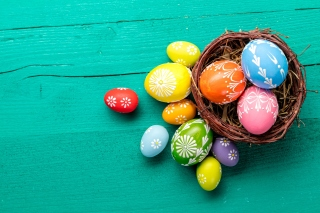 Dyed easter eggs Background for 1024x768