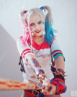 Free Harley Quinn Cosplay Picture for Nokia C5-06