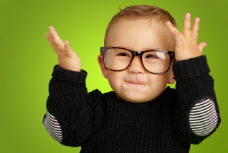 Happy Baby Boy In Fashion Glasses - Obrázkek zdarma