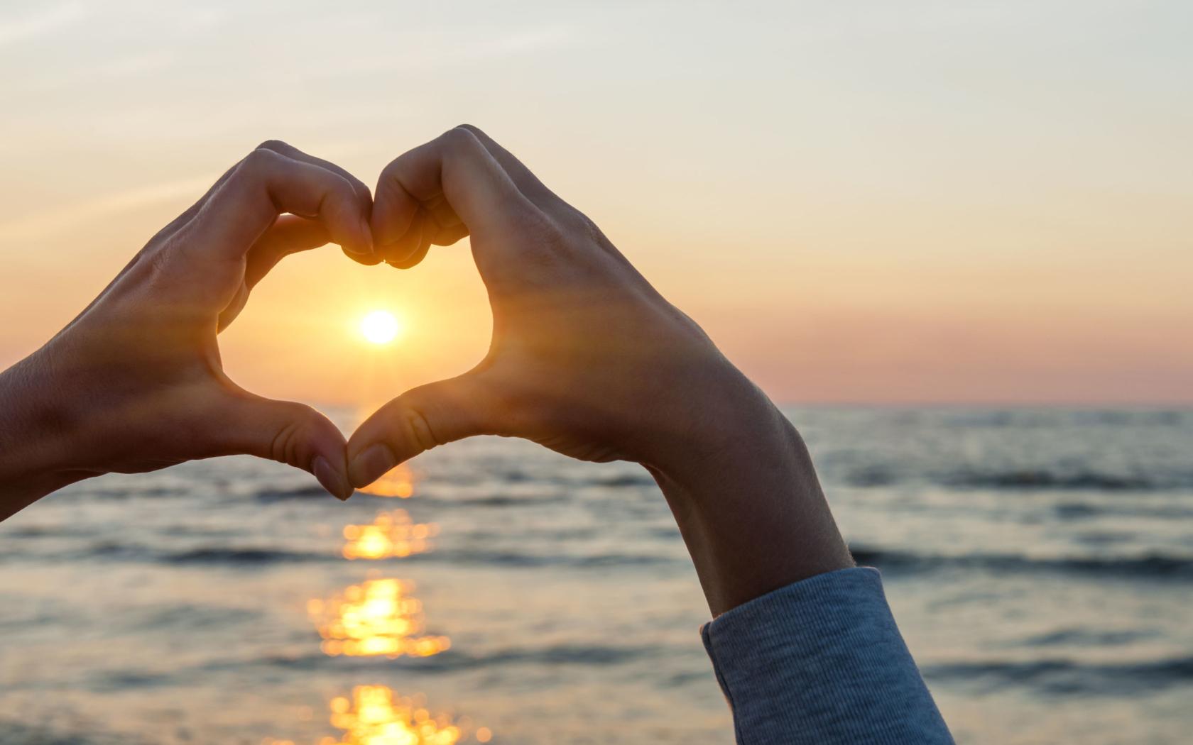 Стихами, картинки с сердцем и руками