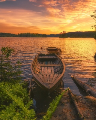 Kostenloses Breathtaking Lake Sunset Wallpaper für Nokia Asha 308