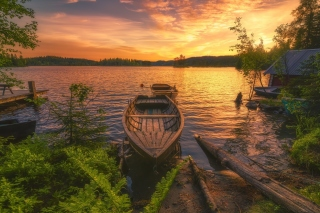Kostenloses Breathtaking Lake Sunset Wallpaper für Android, iPhone und iPad