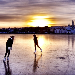 Ice Skating in Iceland sfondi gratuiti per iPad mini