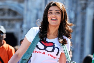Free Kajal Agarwal In Baadshah Picture for Sony Xperia M