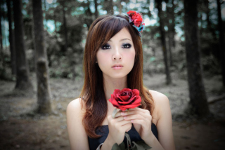 Kostenloses Asian Girl With Red Rose Wallpaper für Android, iPhone und iPad