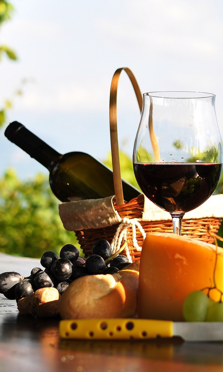 Screenshot №1 pro téma Picnic with wine and grapes 768x1280