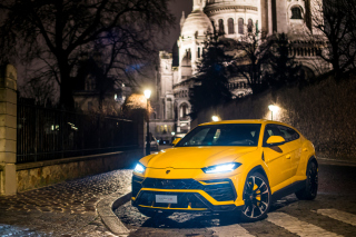 Kostenloses Yellow Lamborghini Urus Super SUV Wallpaper für LG Optimus L9 P760