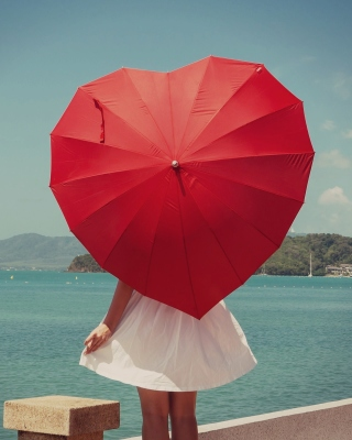 Red Heart Umbrella Picture for 640x1136