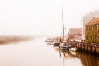 Boats At Foggy River sfondi gratuiti per cellulari Android, iPhone, iPad e desktop