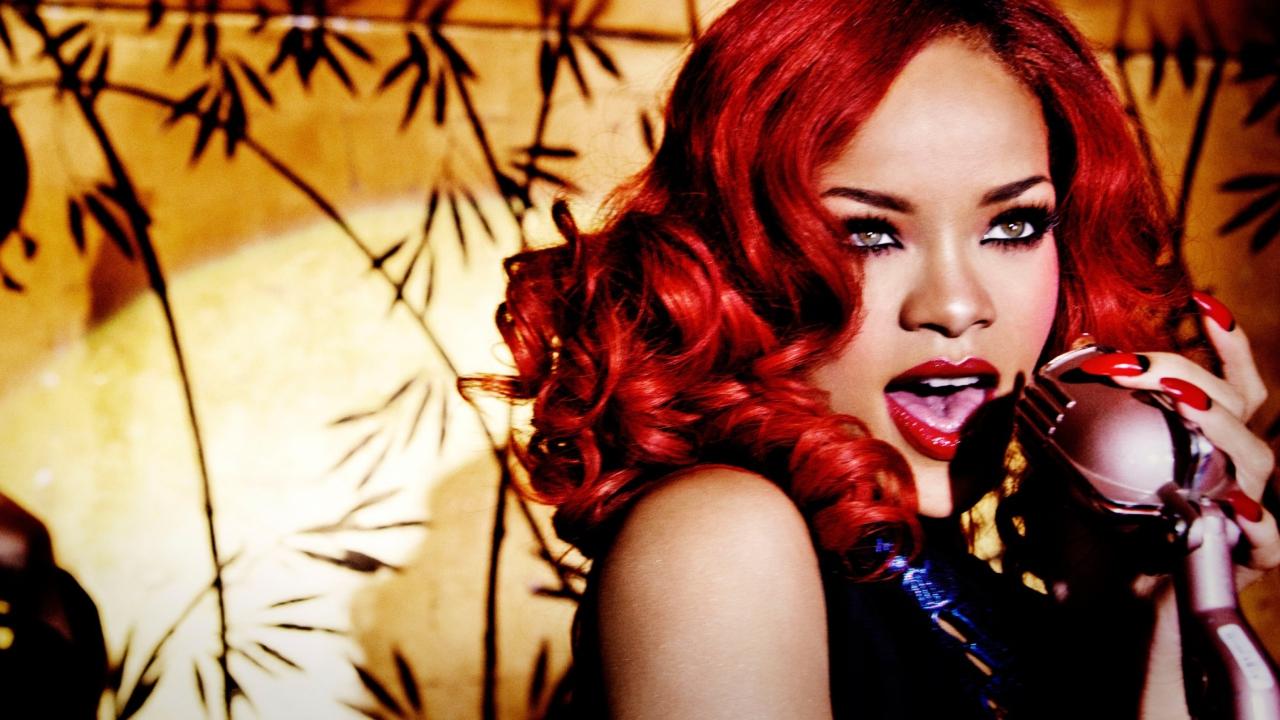 Rihanna Singing
