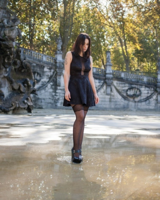Stockings brunette in puddle - Fondos de pantalla gratis para 320x480