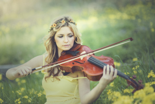 Girl Violinist Background for Android, iPhone and iPad