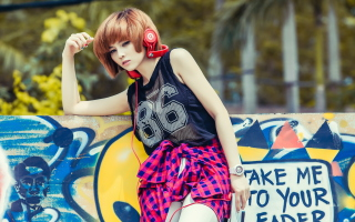 Kostenloses Cool Girl With Red Headphones Wallpaper für Android, iPhone und iPad
