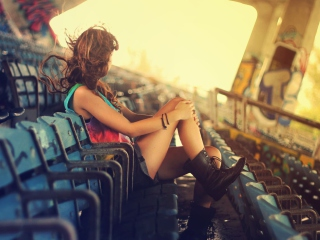 Screenshot №1 pro téma Girl Sitting In Stadium 320x240