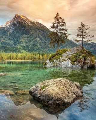 Kostenloses Tarn lake in Canada Wallpaper für iPhone 5C