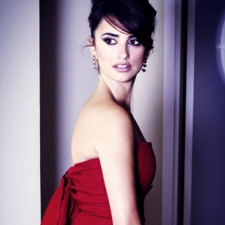 Penelope Cruz In Red Dress - Obrázkek zdarma pro iPad Air