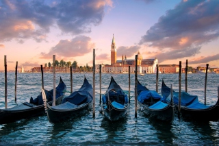 Venice Italy Gondolas Background for Android, iPhone and iPad
