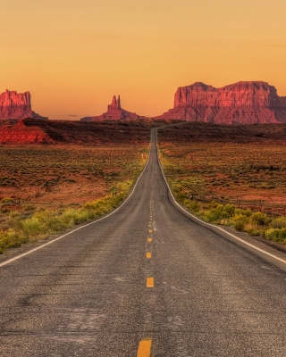 Monument Valley in Arizona Wallpaper for iPhone 5