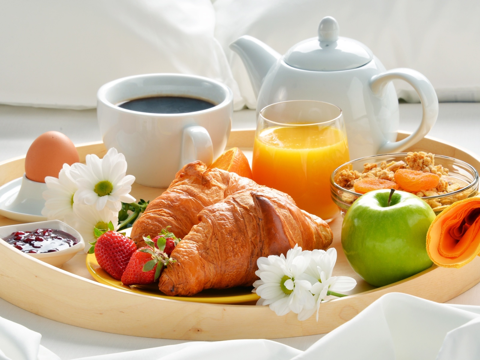Breakfast with croissant and musli screenshot #1 1600x1200