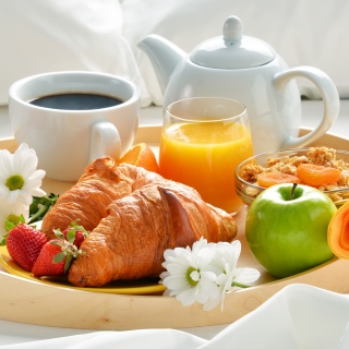 Breakfast with croissant and musli sfondi gratuiti per 1024x1024