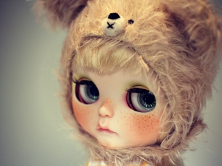 Screenshot №1 pro téma Cute Doll With Freckles 320x240
