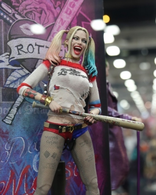 Kostenloses Margot Robbie in Suicide Squad film 2016 Wallpaper für Nokia Lumia 800