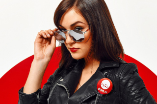 Sasha Grey in Sunglasses sfondi gratuiti per Android 480x800