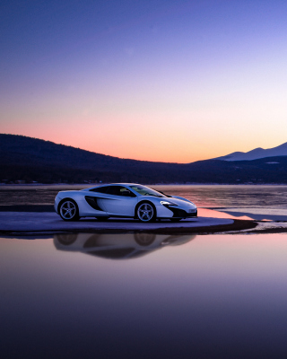 Free Gran Turismo Sport McLaren Picture for iPhone 4S