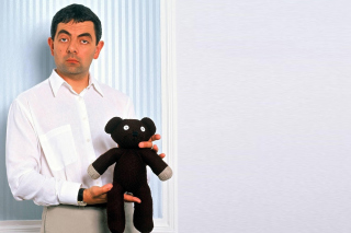 Mr Bean with Knitted Brown Teddy Bear - Obrázkek zdarma pro 320x240